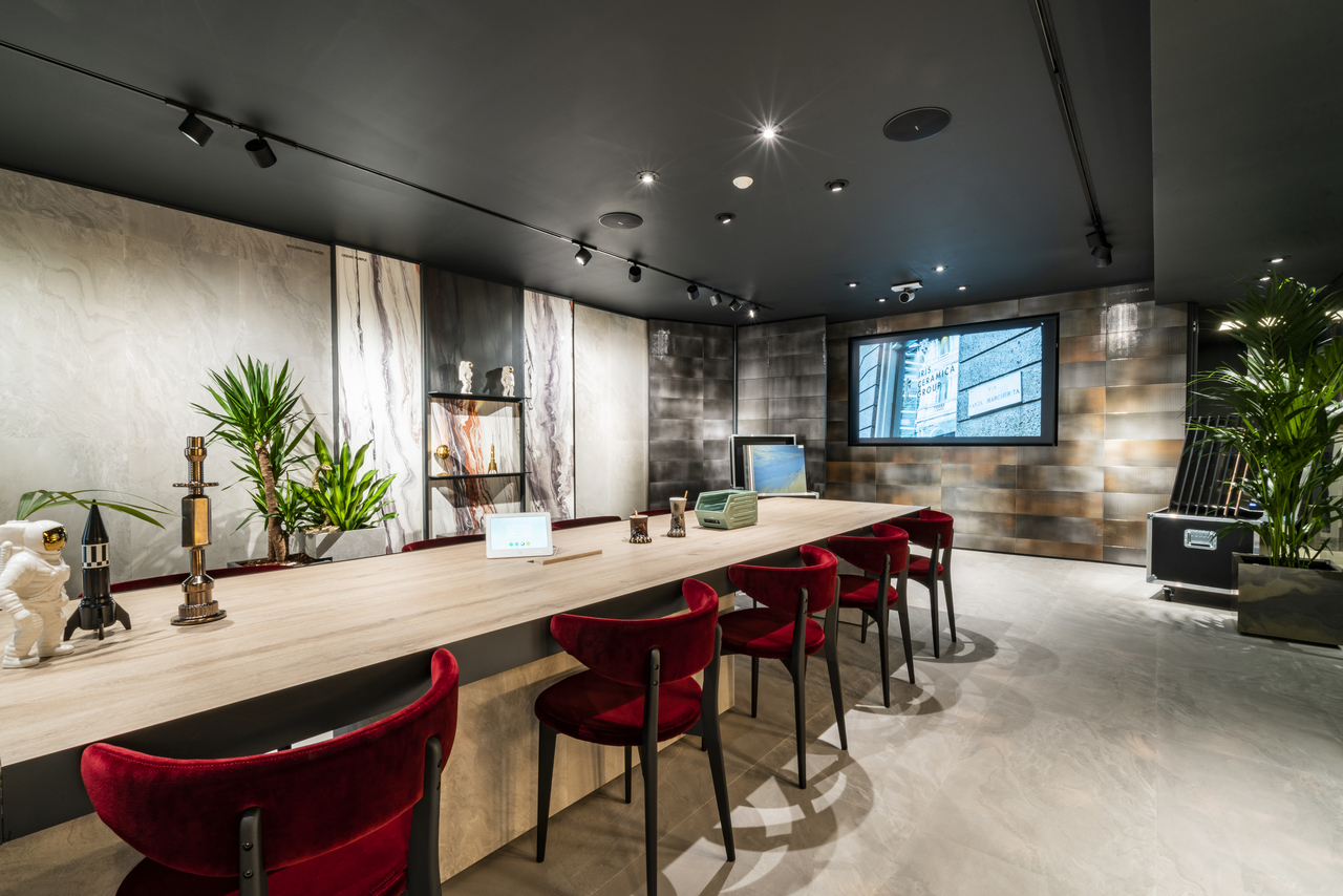 Ariostea showroom in milan for Designer milano
