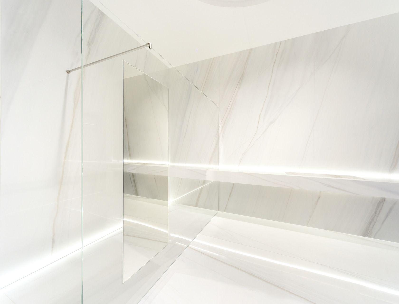 Big porcelain slabs Ultra marmi Bianco covelano marble effect