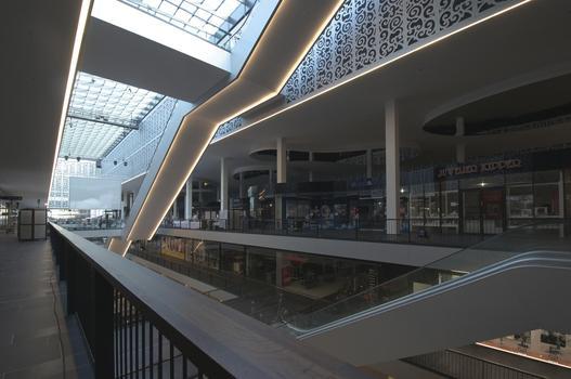 centrum galerie dresda shopping centres ariostea. Black Bedroom Furniture Sets. Home Design Ideas