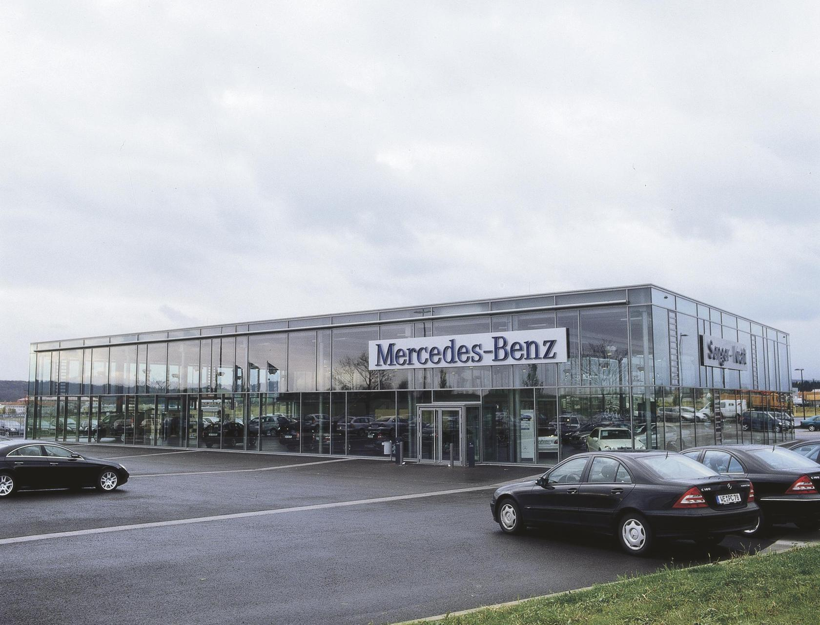 Mercedes benz showroom shops and showrooms ariostea for Mercedes benz shop